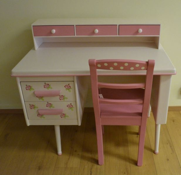 nieuwe bureau naar vintage model.   www.mimi-enco.be/ #kinderbureau #kindermeubelen #kinderkamers