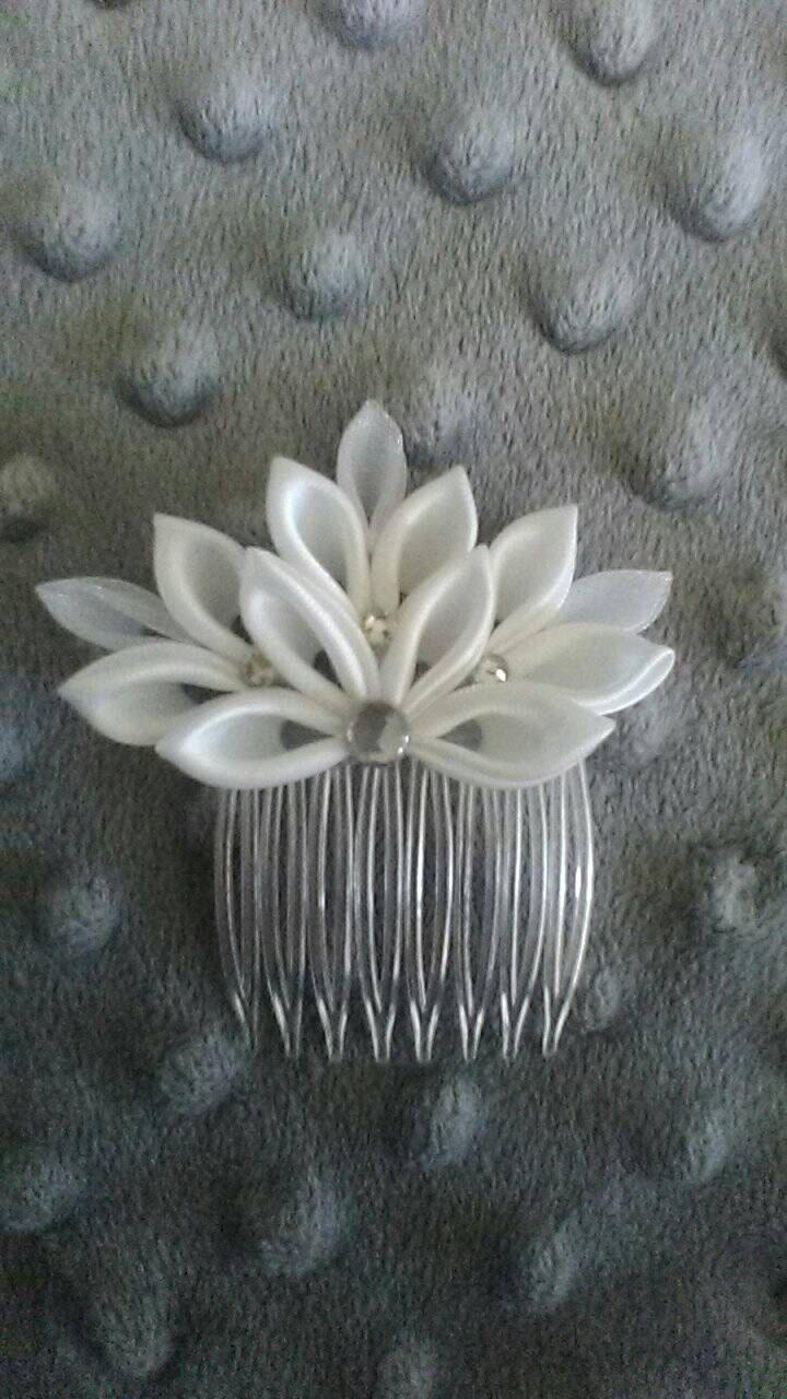 Mini tiara de la boda por Shayzashi1 en Etsy                                                                                                                                                                                 Más