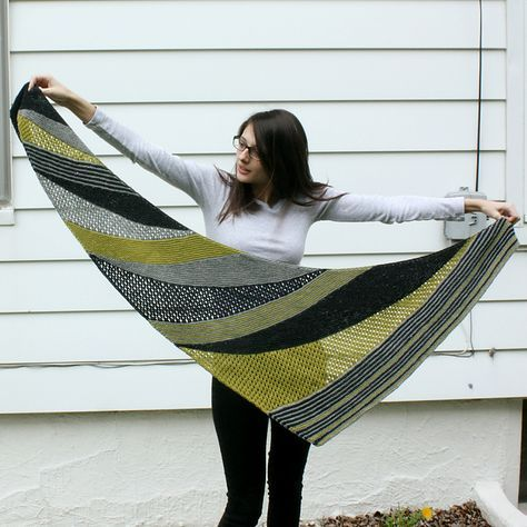 Ravelry: Goldfinch pattern by Andrea Mowry