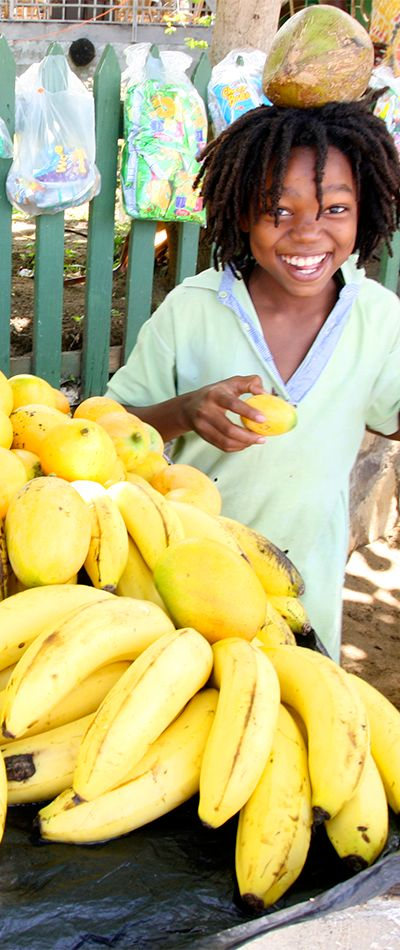 #PinUpLive Local fruits on St. Vincent & The Grenadines!