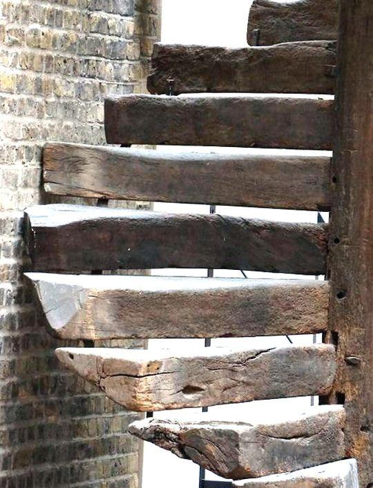 Las 25 mejores ideas sobre escalera caracol en pinterest for Escaleras de madera rusticas