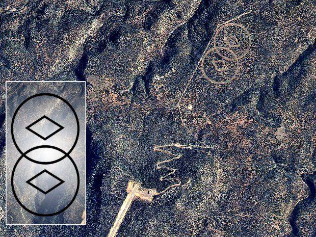 """La """"Cattedrale Aliena"""" di Scientology. Perchè la setta ha un bunker segreto nel deserto del New Mexico? Nel deserto del New Mexico si trova un misterioso impianto segreto che presumibilmente appartiene alla setta Scientology. Il sito è caratterizzato da un grande simbolo inciso sul suolo del deserto e visibile solo dall'alto: due diamanti circondati da una coppia di cerchi che si intersecano. L'iscrizione vorrebbe essere un enorme messaggio per gli extraterrestri."""