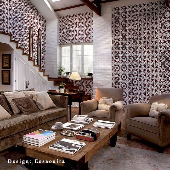 Коллекция обоев «TILES » от КТ Ехсlusive напоминает винтажную отделку стен кафельными изразцами, мозаиками из природных камней и смальты, а также причудливые узоры в калейдоскопе и витражи старинных зданий. Геометрия квадратов эффектна, цветовая гамма напоминает античные, стертые временем, средиземноморские мозаики из разноцветных камней: серый мрамор и чёрный базальт, коричневый обсидиан и бирюза цвета морской волны.…