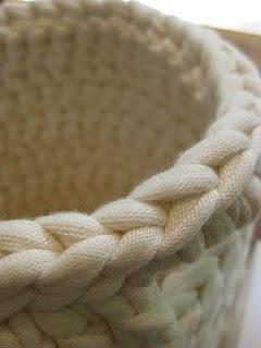 Crocheted basket (fabric yarn)