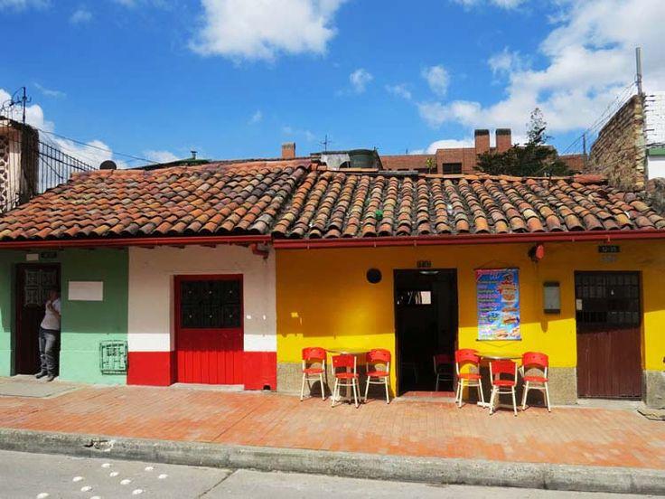 10. Algunas de las casas ahora son pequeños negocios como tiendas y heladerías.