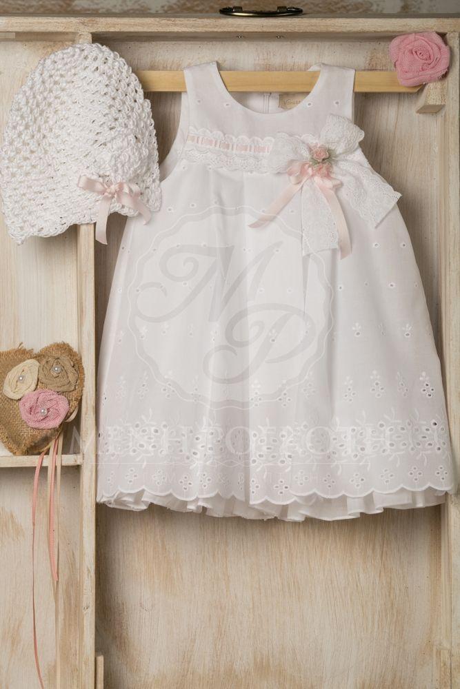 Βαπτιστικά ρούχα για κορίτσι της Vanessa Cardu λευκό μπορντερί φόρεμα με ροζ λουλουδάκι και κορδέλα