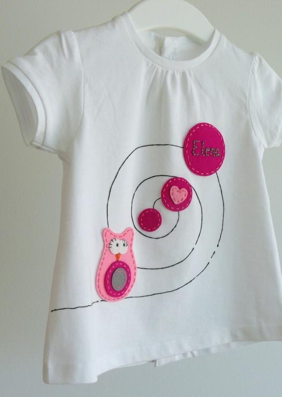 """Camiseta """"Buhita enamorada..."""" / punt a punt - Artesanio"""