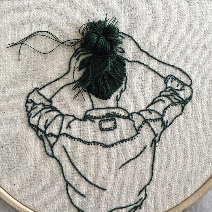 Sheena Liam é modelo mas tem se dedicado também ao bordado, ela costura mulheres cujo cabelo sai do tecido e fica pendurado de forma muito graciosa. Os trabalhos são exibidos em aros e ela cria div…