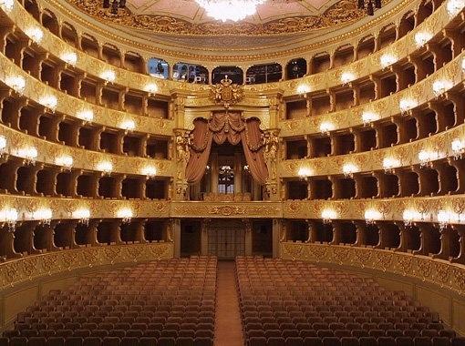 Teatro Nacional de São Carlos - opera shows in Lisbon