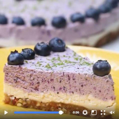 Cheesecake vegano con moras azulesy un toque de limón