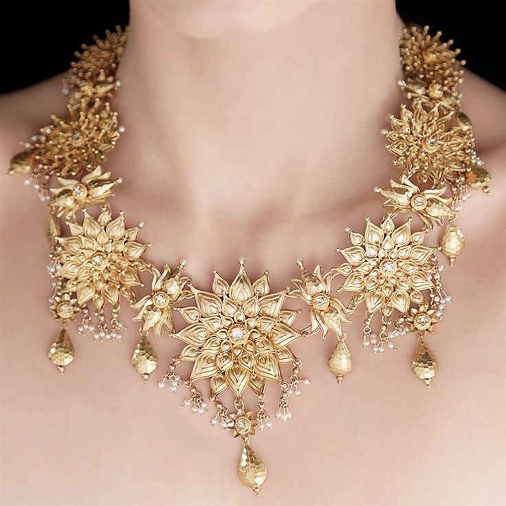 Azva Seven Flowers Necklace by Tarun Tahiliani