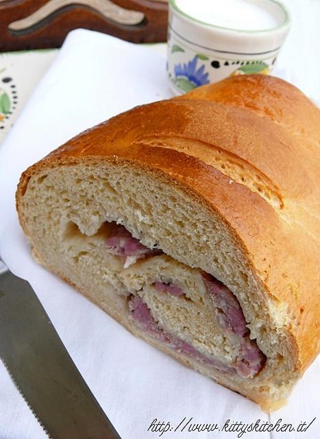 Italian Finger Food  Recipes...Buttermilk bread con salsiccia e anice