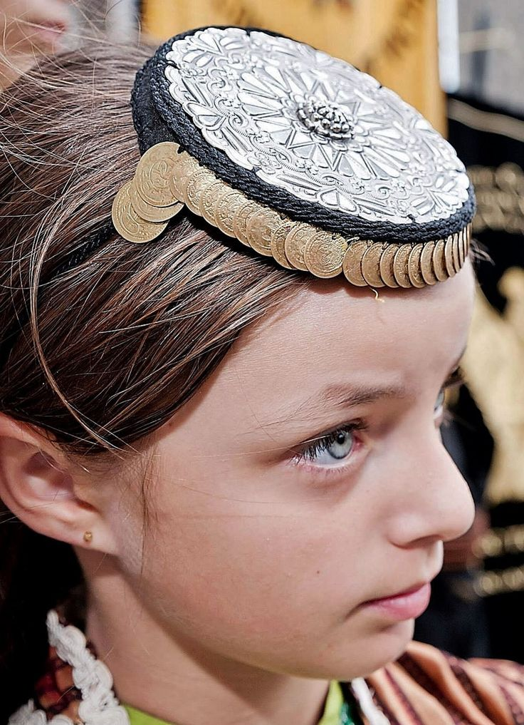 Traditional woman's hat. Rum (Anatolian Greek) from the Pontos region, style of the early 20th century. This is a (good) recent workshop-made copy, as worn by folk dance groups.