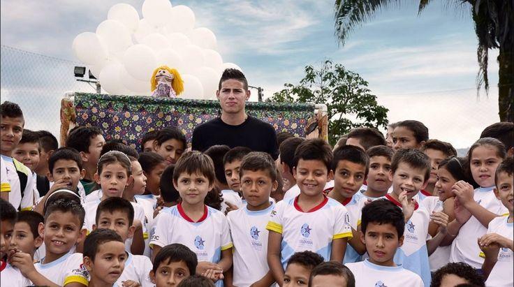 """""""Colombia, un campo para soñar y crecer"""": un proyecto que beneficiará a 600 niños.  Las Fundaciones 'Pacific', 'Tecnoglass', 'LEAD' y 'Colombia Somos Todos' firmaron el proyecto """"Colombia un campo para soñar y crecer"""" con el que se busca, a través del fútbol, potencializar el desarrollo de habilidades físicas, emocionales y cognitivas de 600 niños, niñas, jóvenes y adolescentes en diferentes regiones del país.  Estuvieron presentes Christian Daes, Cristina Posada y Maria del Pilar Rubio."""