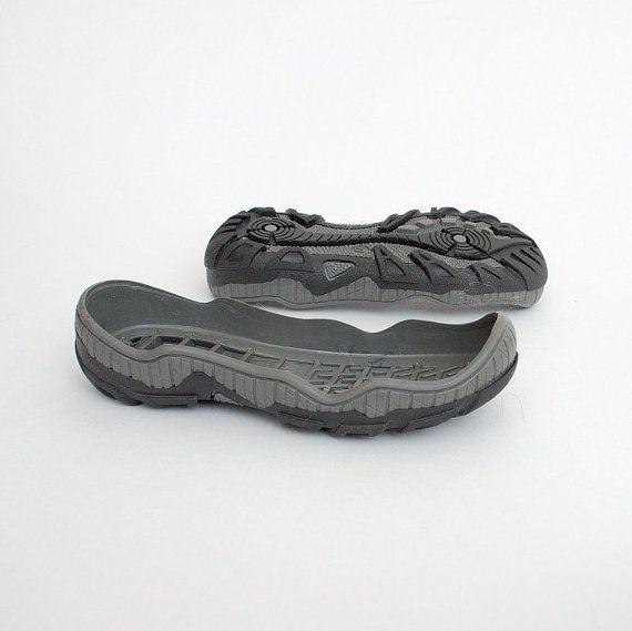 Caoutchouc semelles profond pour kid sizess - alimentation pour enfants chaussures bottes de neige - semelles pour chaussures faites main crochet feutre Semelles en caoutchouc pour vos propres chaussures à la main, les sabots et les chaussons. Ces semelles en caoutchouc fera la main enfants Chaussures convenant pour porter à lextérieur en hiver. Textile fait bords hauts bottes pour des conditions humides.  Attention ! Ces semelles sont à vendre séparément - juste semelles, ne pas piquée sur…