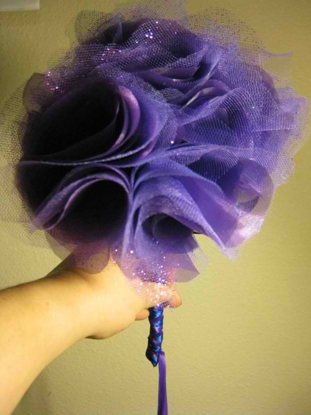 Toss bouquet made from organza and tulle rolls - directions on here man this looks pretty - THIS WOULD BE PRETTY IN THAT TEAL WITH LOTS OF SPARKLES