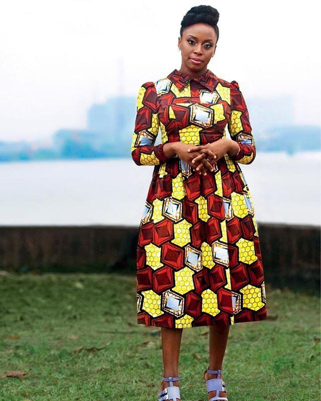 Porta-voz pop do feminismo a escritora nigeriana @chimamanda.adichie manteve a gravidez da primeira filha em silêncio. Em vogue.com.br ela conta a razão da decisão e fala sobre sua infância e novo livro. Acesse e confira! (Via @acralston) #voguemarco #voguereporter  via VOGUE BRASIL MAGAZINE OFFICIAL INSTAGRAM - Fashion Campaigns  Haute Couture  Advertising  Editorial Photography  Magazine Cover Designs  Supermodels  Runway Models