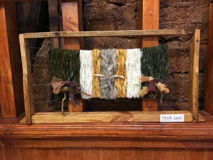 Panal de abeja decorativo con Lana y fieltro. CLP 20.000 Tilonka Lanas