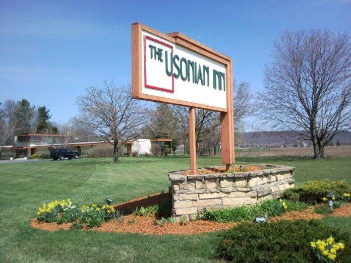 The Usonian Inn on the market http://www.e-architect.co.uk/america/usonian-inn-wisconsin