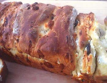 Zeytinli Ekmek-Brioche tarifi Fransız ekmeği ancak tarifimiz Ege'den bir tarif. Sabah kahvaltılarının vazgeçilmezi olacak tarifimizin yapılışı şöyle;