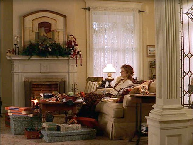 Susan Sarandon's living room in the movie Stepmom | hookedonhouses.net