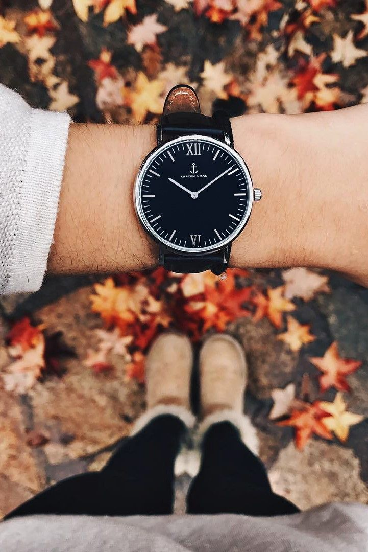 perfect watch for her | gift idea | christmas and birthday | minimalism | autumn vibes | fall inspiration | cozy mood | all black watch | Campus Silver All Black by Kapten & Son | picture byallisguijarro