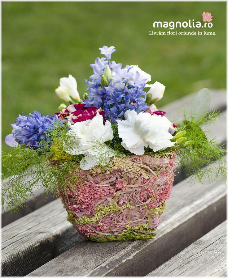 Aranjament parfumat cu flori de primavara Spring scented flower arrangement