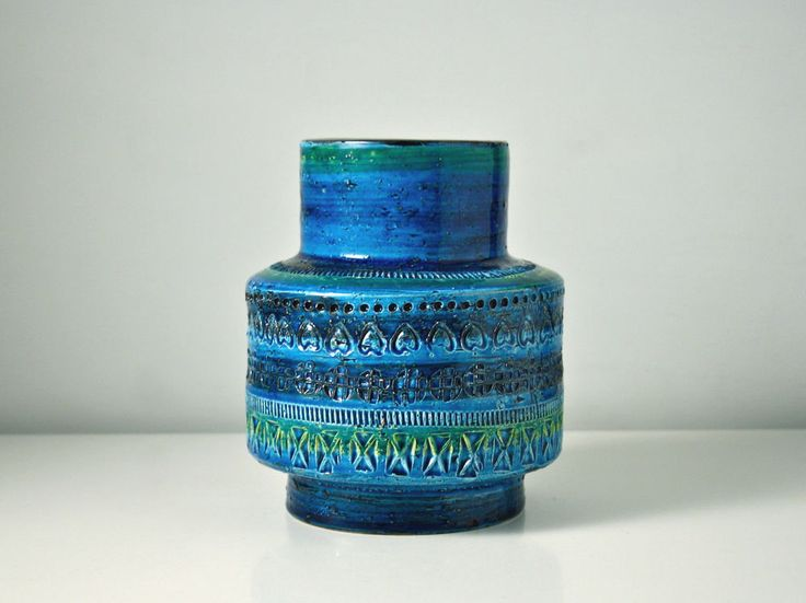Bitossi ceramic vase. Rimini Blue vintage Italian art pottery retro vase. Italy.