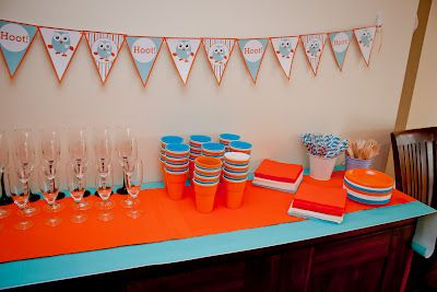Giggle and hoot party table with bunting flags... Free download from http://www.marabous.com.au/blog/2011/08/diy-owl-cupcake-toppers-printables/
