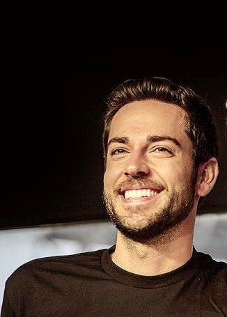 Zachary Levi - I got to take a picture with him irl!!