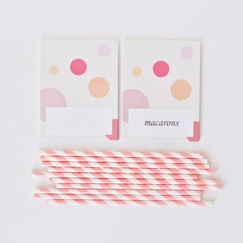 Etichete candybar buline colorate (Candybar tags). Sunt utile deoarece nu vin scrise, astfel incat pot fi trecute in casuta alba produsele care se regasesc pe masa de candybar (textul din poza este pus demonstrativ).  Dupa ce textul este scris, acestea se indoaie astfel incat sa poata sta pe masa.   Cantitate (per pachet): 10 bucati Material: carton 200g