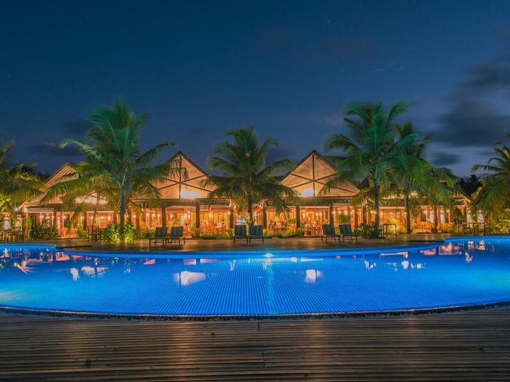 Furaveri Island Resort & Spa - pool by night