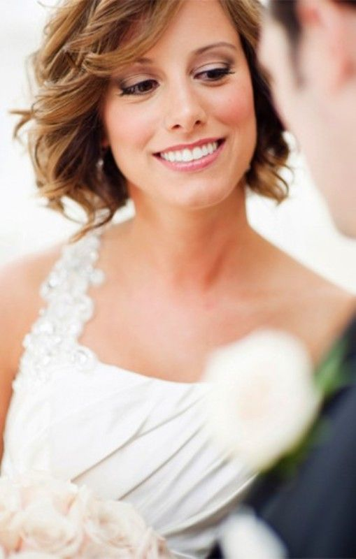 beach wedding short hairstyles | 20 Short And Sassy Wedding Hairstyles | Weddingomania