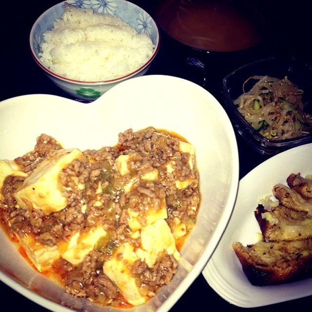 最近、油揚げレシピにハマり中♡ - 6件のもぐもぐ - 麻婆豆腐、油揚げのネギマヨチーズ焼き、もやしの中華サラダ、もやしの味噌汁 by Maricoskitchen