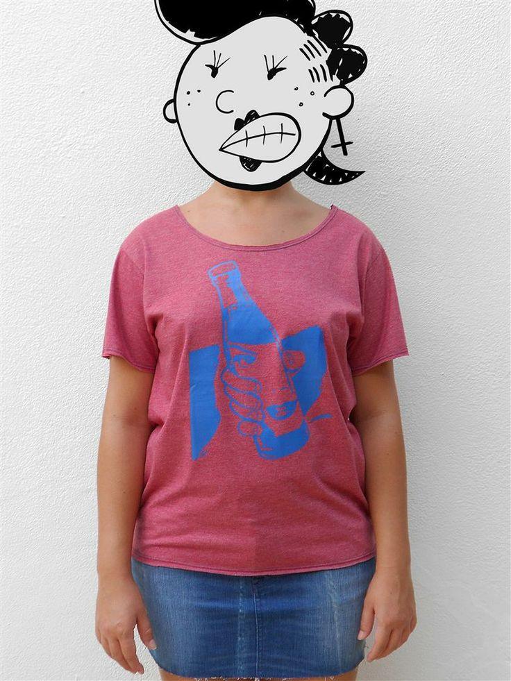http://www.agentestampa.iluria.com  -Estampa 'REFRI' -Camiseta feminina -Tamanho ÚNICO -Modelagem 't-shirt básica' -Decote careca -Composição do tecido: 88% poliéster 12% algodão -Aparência do tecido: mesclado