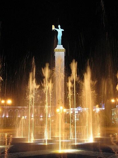 http://www.TravelPod.com - Batumi: dancing fountains and Medea by TravelPod member Mys, from Batumi, Georgia