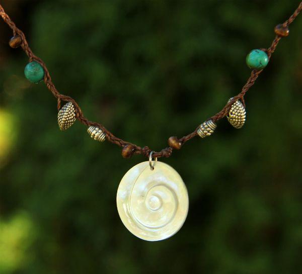 Náhrdelník s perleťovou spirálou | Pachamama - šperky a doplňky
