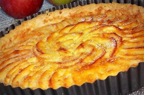 Tarte aux pommes Vu que nous sommes en pleine période de cueillette de pommes, ma fille étant all...