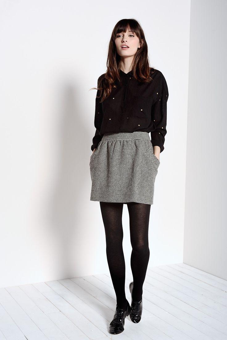 Jupe Isa Pied de Poule - Jupe taille haute en tissu Japonais à motif pied de poule. Mélange laine et cachemire. Elle a des poches sur les côtés et se ferme grâce à un zip invisible au dos. Sa longueur est de 40cm en taille 1.