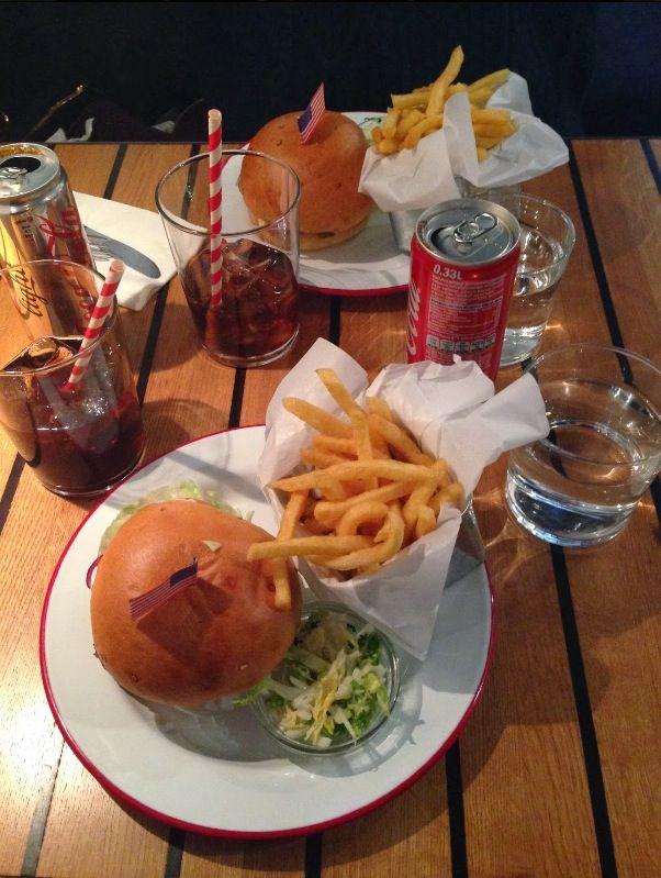 The Hamburger Foundation #thehamburgerfoundation #foodtruck #geneva #switzerland #stradivariusisters #blogger