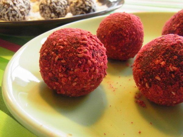 Hjemmelavet romkugler med frysetørrede hindbær