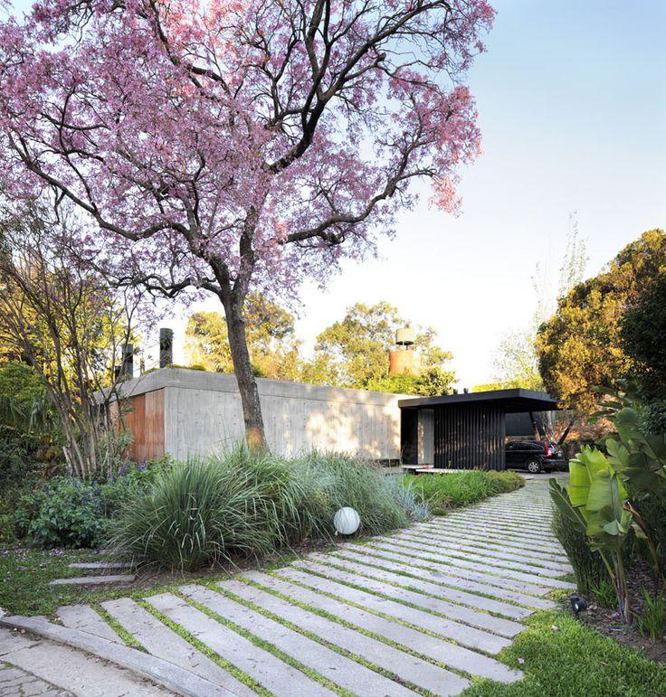Con edgardo minond casa l buenos aires stone paving for Piani di casa cottage con porte cochere