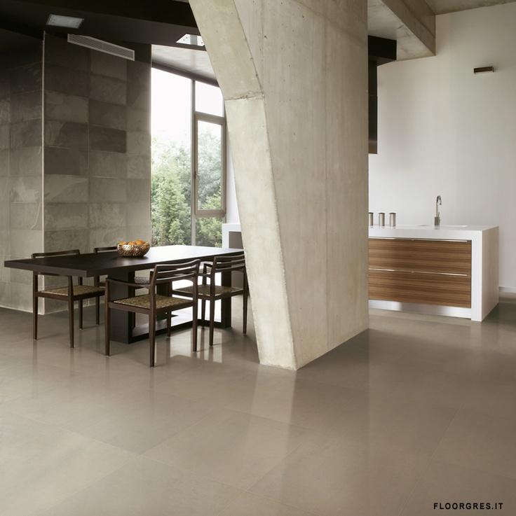 A warm shiny color for a kitchen floor of very high technical performance: Chromtech/1.0 in the dove-gray color Warm/3.0.