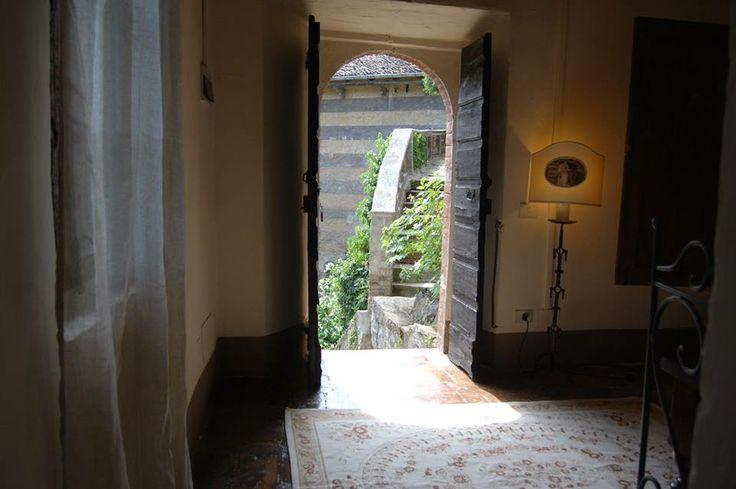 Scopriamo insieme...La Torre del Barbagianni! Una splendida suite ricavata dalla Torre di Guardia del Ponte Levatoio... una casa sospesa tra gli alberi da cui si vede dentro e fuori dal castello! Per una vacanza nelle terre dei Castelli del ducato di Parma e Piacenza! per prenotazioni 0523 855814, oppure 335-5694365