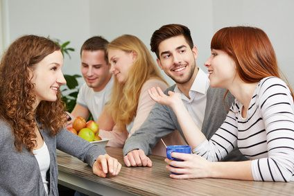 10 Dinge, die einen guten Kollegen ausmachen. Es gibt Kollegen, die mag man, andere weniger. Wir haben uns die Frage gestellt, warum das so ist und wollten herausfinden, ob wir die Eigenschaften oder Dinge spezifizieren können, die einen guten Kollegen ausmachen.