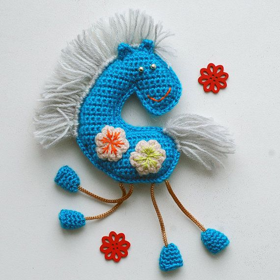 Crochet Pattern. Winter horse souvenir and applique