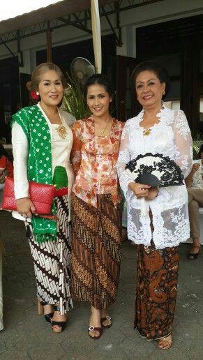 Kebaya kutubaru a tradisional Javanese kebaya
