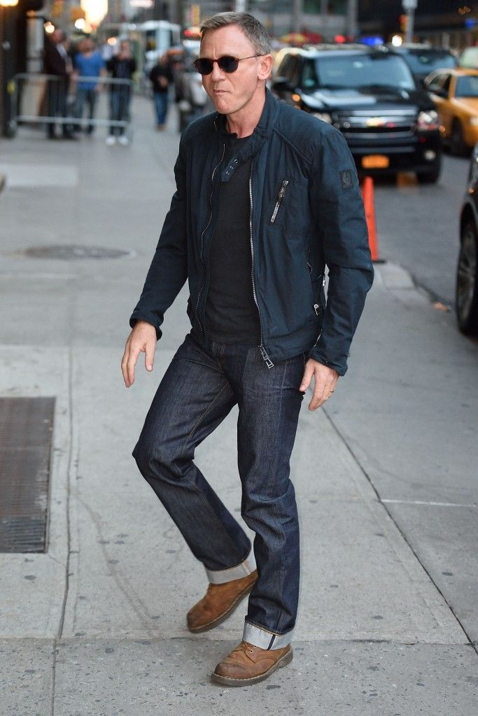 daniel craig arrives at the late show with stephen colbert in nyc men 39 s looks casual. Black Bedroom Furniture Sets. Home Design Ideas