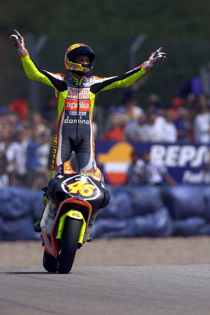 Sito ufficiale di Valentino Rossi: news, aggiornamenti, season, fotogallery e tanto altro ancora. Enter the website!