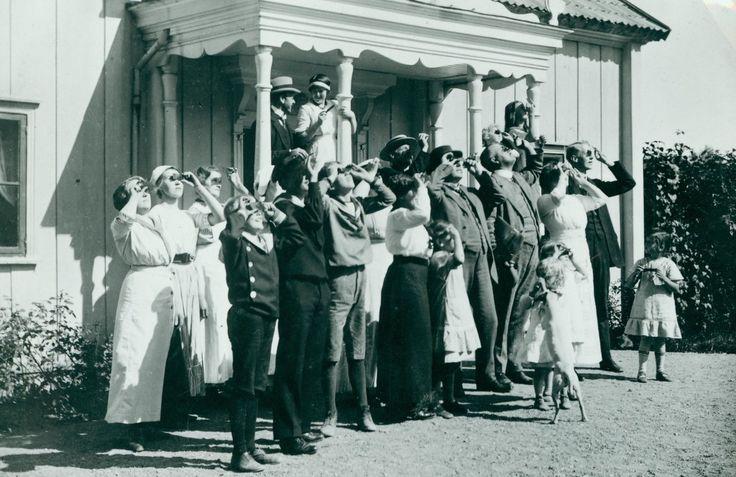 Solförmörkelse över Fullersta Gård 21 augusti 1914. Foto: Ragnar Larsson